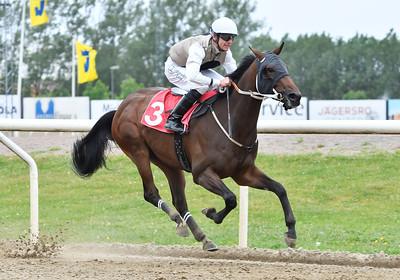 Agaton vinner med Jacob Johansen Jägersro 170531 Foto: Stefan Olsson / Svensk Galopp