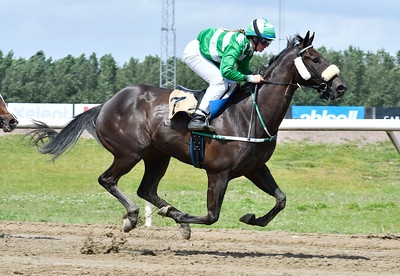 Aithusa vinner med Jessica Vadst  Jägersro 170607 Foto: Stefan Olsson / Svensk Galopp