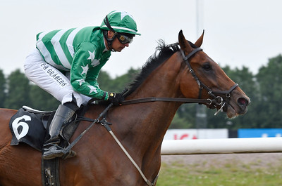 Eyes Wide Shut vinner under Per-Anders Gråberg Jägersro 170615 Foto: Stefan Olsson / Svensk Galopp