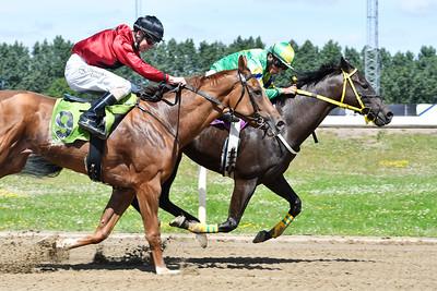 Charmör Dynamite och Valmir De Azeredo vinner före Saint Clair  Jägersro 170709 Foto: Stefan Olsson / Svensk Galopp