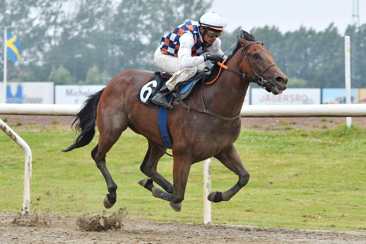 Spitzbergen vinner med Carlos Lopez  Jägersro 170716 Foto: Stefan Olsson / Svensk Galopp