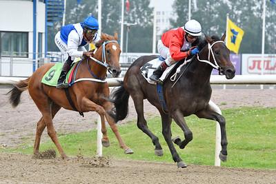 Snake Lake och Martin Rodriguez vinner före Primera Mano Jägersro 170727 Foto: Stefan Olsson / Svensk Galopp