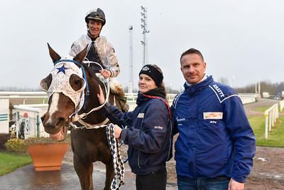 Momo Barone och Jacob Johansen tillsammans med Michaela Lundqvist och Marcus Bergman Jägersro 171206 Foto: Stefan Olsson / Svensk Galopp