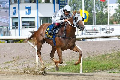 Nocentsinkentucky vinner med Carlos Lopez  Jägersro 190804 Foto: Stefan Olsson / Svensk Galopp
