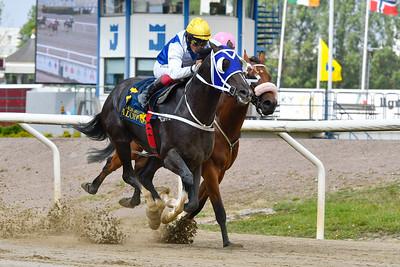 Es Raco vinner med Carlos Lopez  Jägersro 190804 Foto: Stefan Olsson / Svensk Galopp