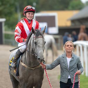 No Risk No Reward och Josephine Ingvarsson  tillsammans med Charlotte Goss Jägersro 210915 Foto: Stefan Olsson / Svensk Galopp