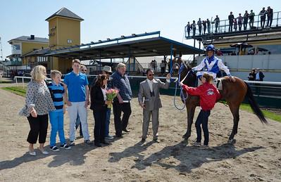 Luca Brasi i vinnarcirkeln efter segern  Jägersro 110424  Foto: Stefan Olsson / Svensk Galopp