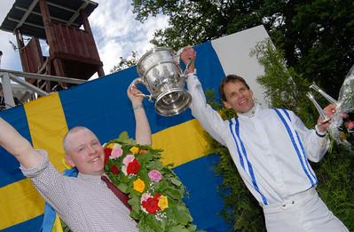 Dennis Persson och Niklas Lovén med Topham Trofén Strömsholm 100613  Foto: Stefan Olsson / Svensk Galopp