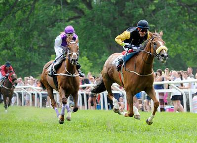Big Red och Gabi Bourke vinner före Quick Diamond   Strömsholm 140615    Foto: Stefan Olsson / Svensk Galopp