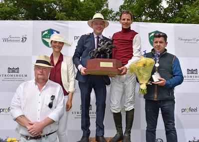Prisutdelning i Easyfix Svenskt Champion Hurdle Strömsholm 170617 Foto: Stefan Olsson / Svensk Galopp