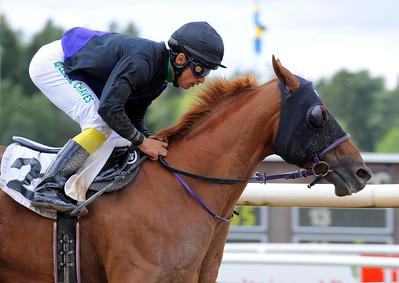 Avestruz vinner med Elione Chaves | Täby 120801 |  Foto: Stefan Olsson / Svensk Galopp