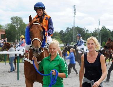 Pine Wood tillsammans med Aase Marie Brown och Catharina Vång. | Täby 120801 |  Foto: Stefan Olsson / Svensk Galopp