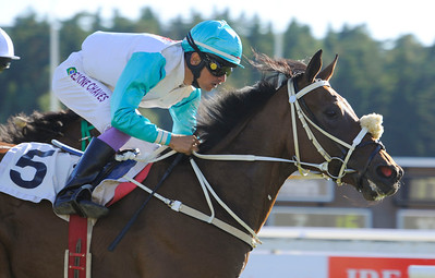 Winsome Angel vinner med Elione Chaves | Täby 110806 Foto: Stefan Olsson / Svensk Galopp