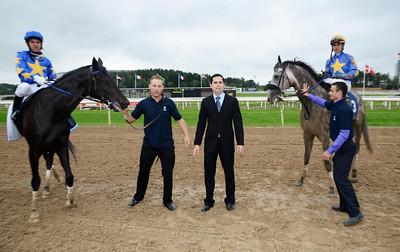 Tränare Fabricio Borges tog en dubbel med hästarna Energia Colonial och Oroveso. | TATTERSALLS NICKES MINNESLÖPNING (L) |  Täby 110911 | Foto: Stefan Olsson / Svensk Galopp