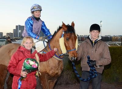 Joshua Brown och Fabienne de Geer tillsammans med tränare Camilla Moberg | Täby Galopp 111211 | Foto: Stefan Olsson / Svensk Galopp
