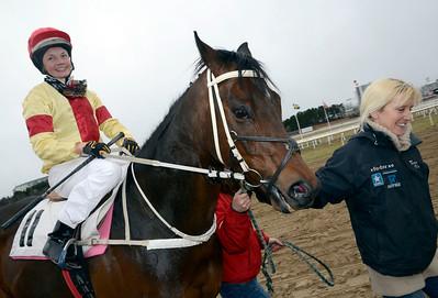 Battle Royal tillsammans med Fanny Olsson och Catharina Vång | Täby 120401 |  Foto: Stefan Olsson / Svensk Galopp