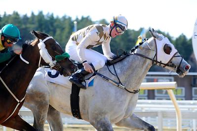 Eskimo och Oliver Wilson vinner före Charmeur | Täby 120408 |  Foto: Stefan Olsson / Svensk Galopp