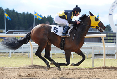 Akrias vinner under Fredrik Johansson | Täby 120418 |  Foto: Stefan Olsson / Svensk Galopp