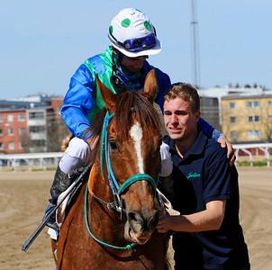 Hurry Lime tillsammans med Elione Chaves och Julian McLaren | Täby 120502 |  Foto: Stefan Olsson / Svensk Galopp