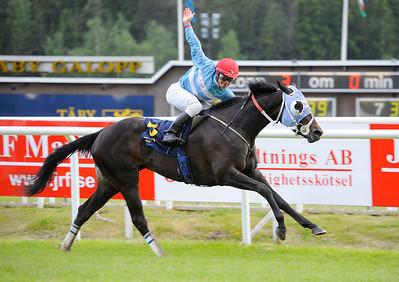 Matauri Pearl vinner under Valmir de Azeredo | BRITTFURN DIANALÖPNING | Täby 120605 |  Foto: Stefan Olsson / Svensk Galopp