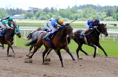 Clan Piper vinner med Madeleine Haugland | Täby 120610 |  Foto: Stefan Olsson / Svensk Galopp