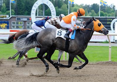 Luckyreno vinner under Shane Karlsson | Täby 120610 |  Foto: Stefan Olsson / Svensk Galopp