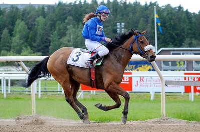 Tamima vinner under Annelie Hollstenius | Täby 120620 |  Foto: Stefan Olsson / Svensk Galopp