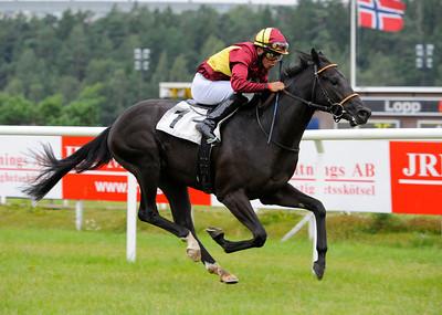 Smartinblack vinner med Marcos Robaldo | Täby 120828 |  Foto: Stefan Olsson / Svensk Galopp