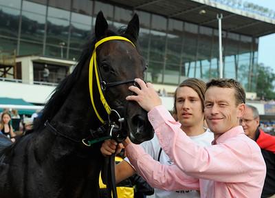 Saving Kenny tillsammans med tränare Roy Arne Kvisla | Täby 120728 |  Foto: Stefan Olsson / Svensk Galopp
