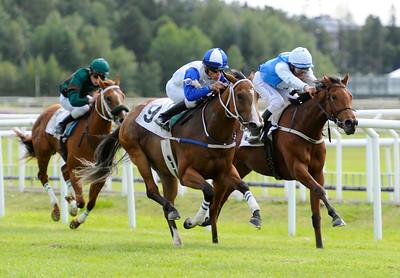 Sweet Loreen och Valmir de Azeredo vinner före Mill Marin. | BRITTFURN AMACITALÖPNING | Täby 120909 |  Foto: Stefan Olsson / Svensk Galopp