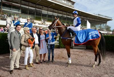 Sweet Loreen i vinnarcirkeln | BRITTFURN AMACITALÖPNING | Täby 120909 |  Foto: Stefan Olsson / Svensk Galopp