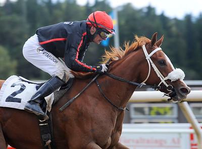 Dea Kalejs vinner med Per-Anders Gråberg | Täby 120930 |  Foto: Stefan Olsson / Svensk Galopp