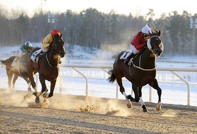 Wind Whistle och Per-Anders Gråberg vinner före Unshakable Will | Täby 121202 |  Foto: Stefan Olsson / Svensk Galopp
