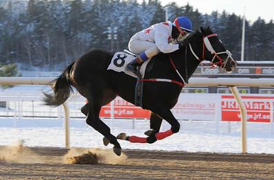 Catch a Grenade vinner med Leonard Rios | Täby 121202 |  Foto: Stefan Olsson / Svensk Galopp