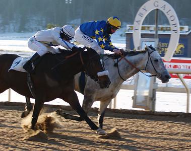 Estrela Superior och Jacob Johansen vinner före Lataradud | Täby 130113 Foto: Anna Söderberg