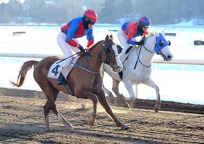 Wilmer Walewski och Alice Elmerskog vinner före Maaloof  | Täby 130224 | Foto: Stefan Uppström