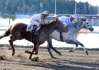 Falmouth Bay och Fanny Olsson vinner före Vanunu | Täby 130224 | Foto: Stefan Uppström