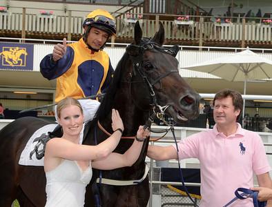 Royal Games och Carlos Lopez tillsammans med ägare Silja Stören och tränare Are Hyldmo.| Täby 130703 |  Foto: Stefan Olsson / Svensk Galopp