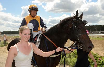 Royal Games och Carlos Lopez tillsammans med ägare Silja Stören.| Täby 130703 |  Foto: Stefan Olsson / Svensk Galopp
