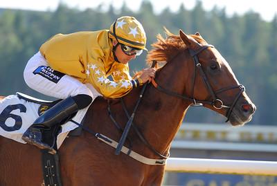 Aim Higher vinner med Per-Anders Gråberg | Täby 130709 |  Foto: Stefan Olsson / Svensk Galopp