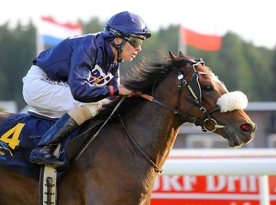 Dreams Cape vinner med Jacob Johansen  | Täby 130709 |  Foto: Stefan Olsson / Svensk Galopp