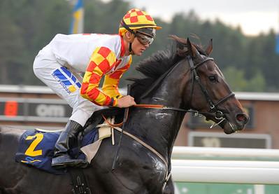 Butterfly Effect vinner med Oliver Wilson | Täby 130911 |  Foto: Stefan Olsson / Svensk Galopp