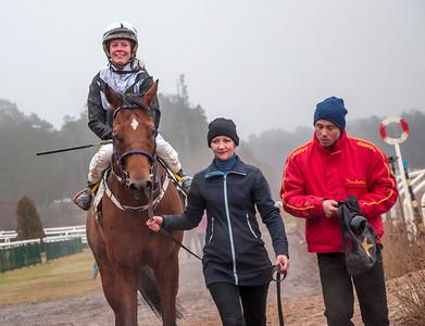 Cave Man tillsammans med Nathalie Mortensen och Henrik Engblom | Täby 140105 | Foto: Elina Björklund / Svensk Galopp