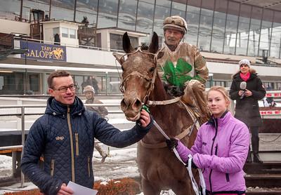 Ascha i vinnarcirkeln | Täby 140202 | Foto: Elina Björklund / Svensk Galopp