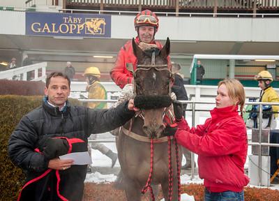 Double Pat i vinnarcirkeln | Täby 140202 | Foto: Elina Björklund / Svensk Galopp