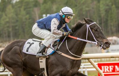 Addictive Star vinner med Fanny Olsson | Täby 140223 | Foto: Elina Björklund / Svensk Galopp