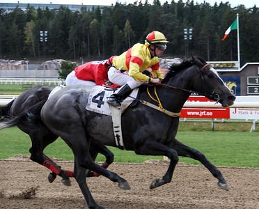 Bollinger vinner med Shane Karlsson | Täby 140504 | Foto: Klara Röstlund / Svensk Galopp