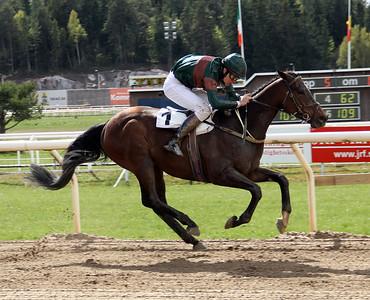 Gladtoseeme vinner med Tobias Hellgren | Täby 140504 | Foto: Klara Röstlund / Svensk Galopp