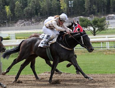 Greenday vinner med Oliver Wilson | Täby 140504 | Foto: Klara Röstlund / Svensk Galopp