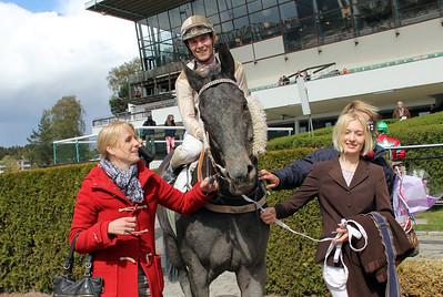Tränare Caroline Malmborg tillsammans med Greenday och Oliver Wilson | Täby 140504 | Foto: Klara Röstlund / Svensk Galopp